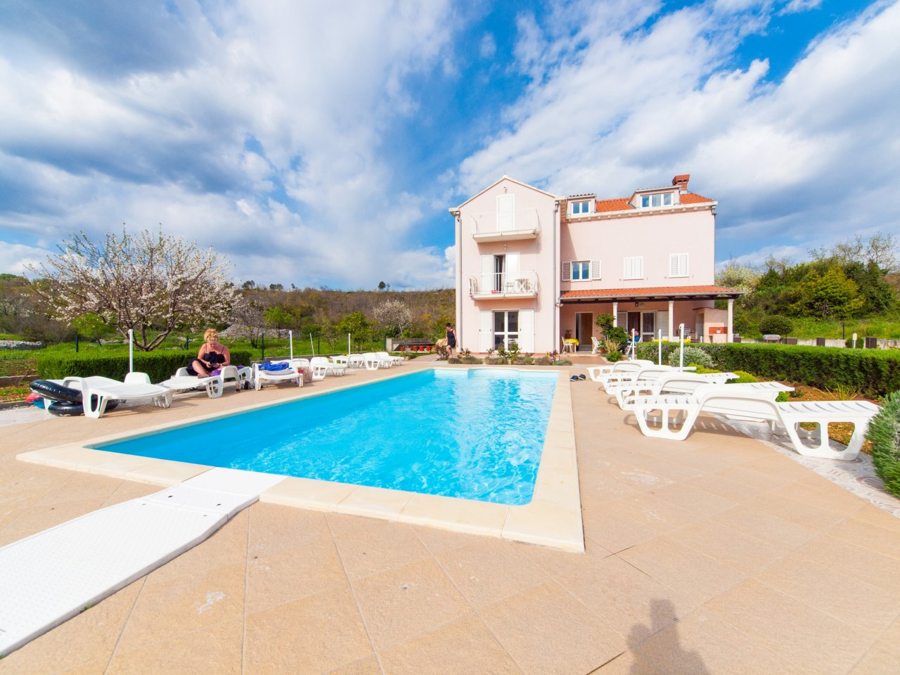 Villa darrer dubrovnik with pool apartments with pool for Apartment pool