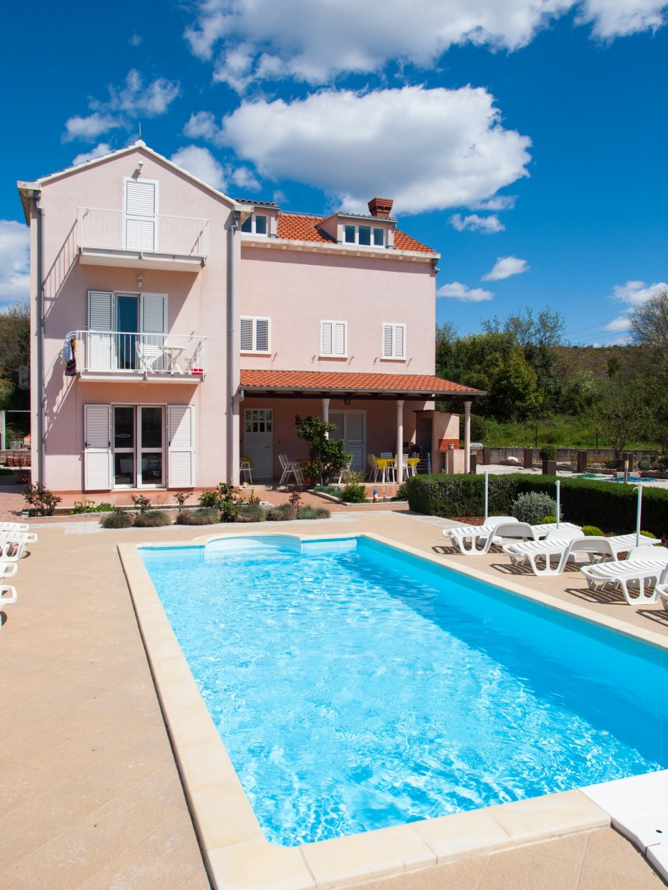 Villa darrer dubrovnik with pool apartments with pool for Pool apartments